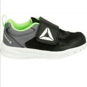 NWT Reebok Boys Running Almotio 4.0 Velcro sneaker